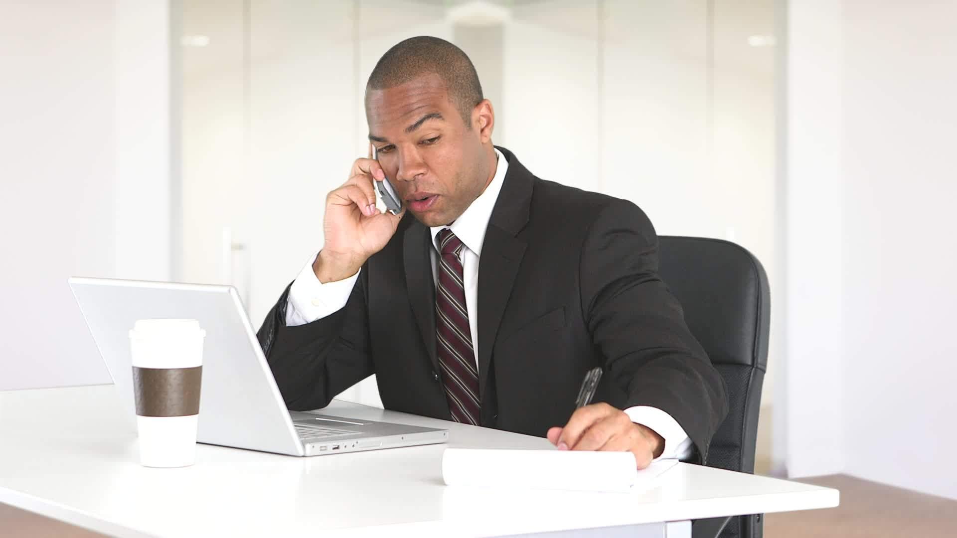 Quem atende as ligações da sua empresa fora do horário comercial?