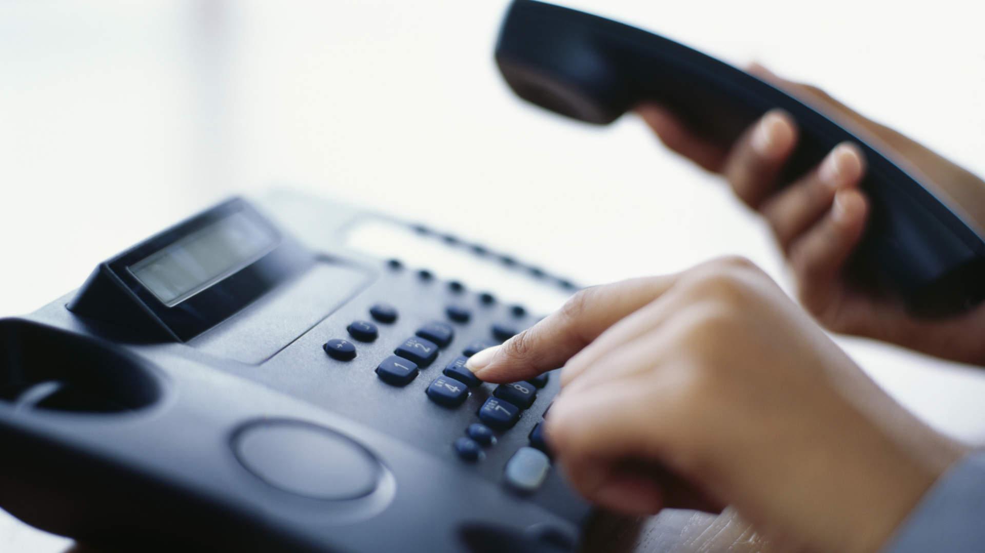 Que tal profissionalizar o atendimento telefônico e reduzir custos? Isso é possível!
