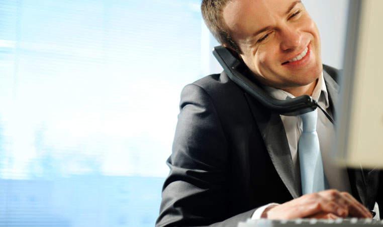 Ter uma pessoa do outro lado da linha aumenta suas chances de fazer negócio com novos clientes.